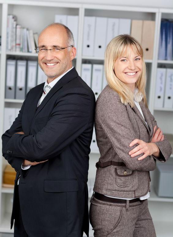Herr T. Waller und Frau A. Schubert im Detektivbüro